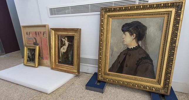 La 'Conversación de abogados' de Daumier, a la espera de ser colocada.