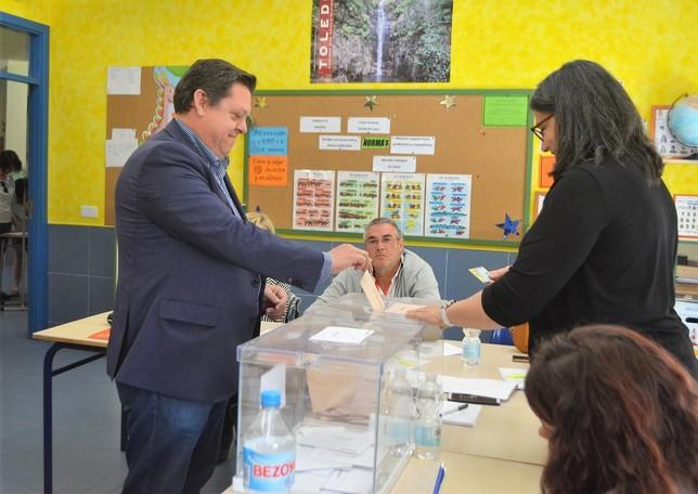 El alcalde y senador Félix Ortega votó en Cobisa.