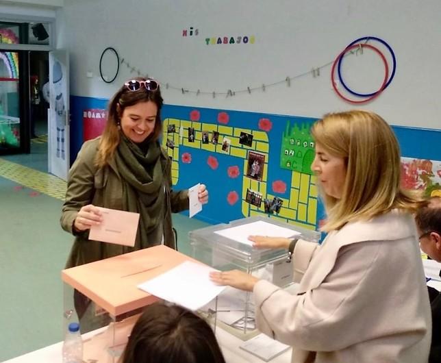 Esther Padilla votó en Olías del Rey.