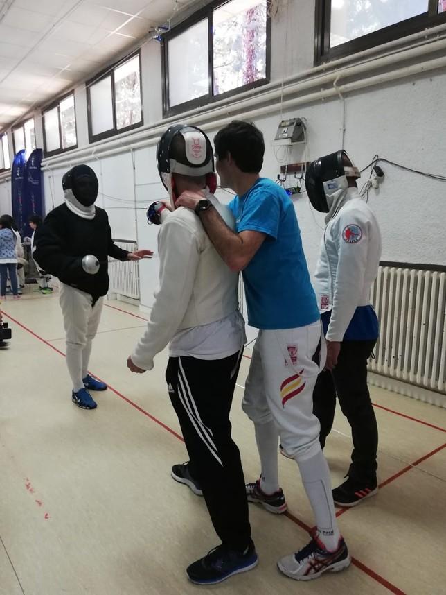 Éxito del primer taller de esgrima a ciegas en Toledo
