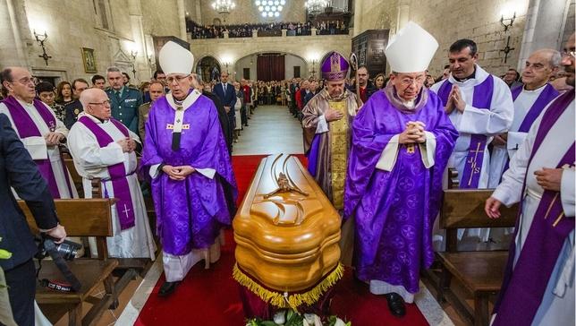 Torija recibe sepultura ante un millar de asistentes Rueda Villaverde