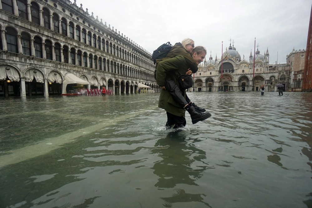 Venecia sufre su peor inundación desde 1966