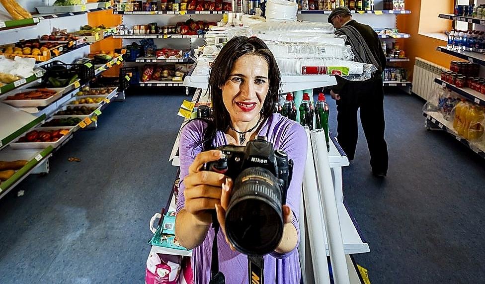 Eva María Manuel, una fotógrafa que regresó a Trigueros.