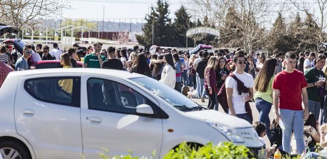El macrobotellón de ITI reúne a 4.000 jóvenes en La Peraleda David Pérez