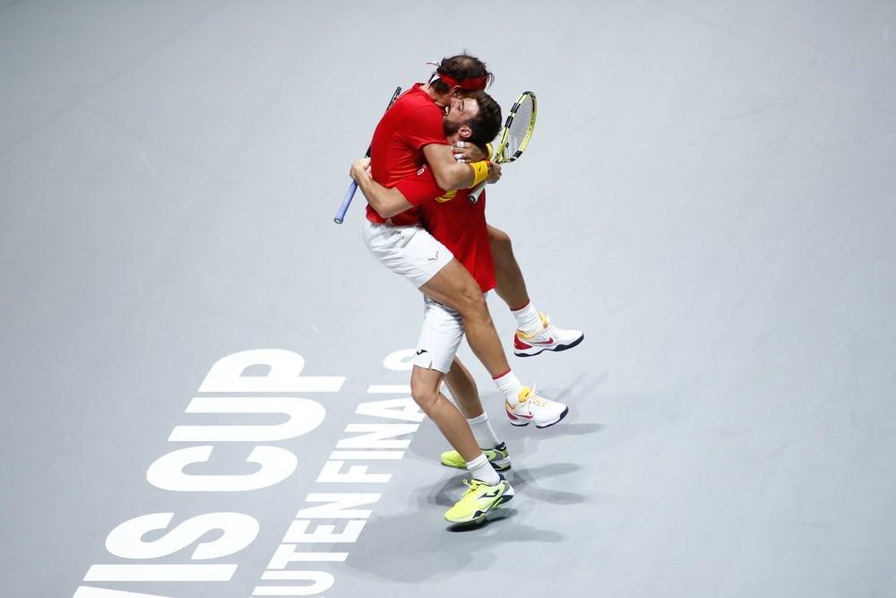 Nadal dobla y mete a España en semifinales