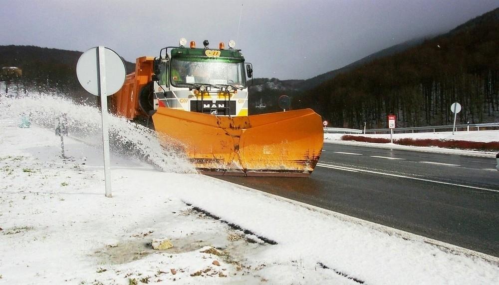 Los quitanieves trabajan ya en las carreteras navarras
