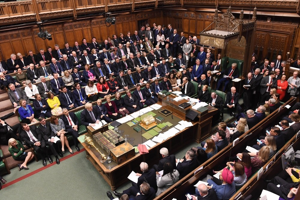 El Parlamento obliga a Johnson a pedir una nueva prórroga