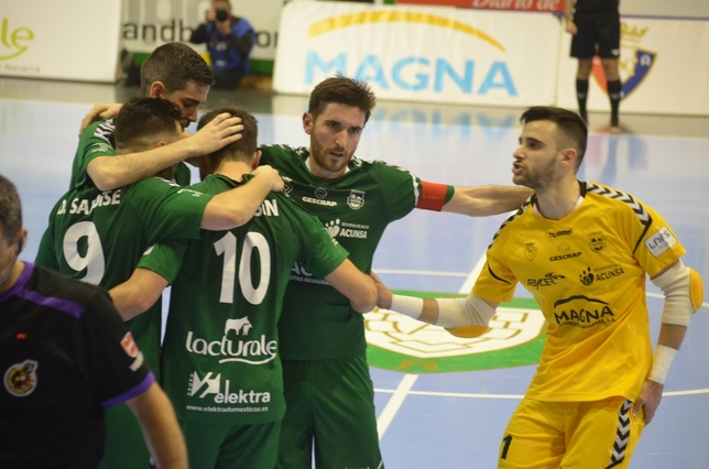 Los jugadores de Osasuna Magna celebran el tercer gol Asier Cotelo