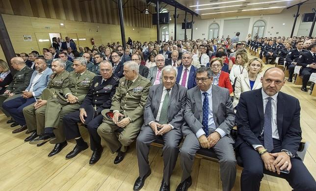 Reconocen la vocación y la humanidad de los policías locales Víctor Ballesteros