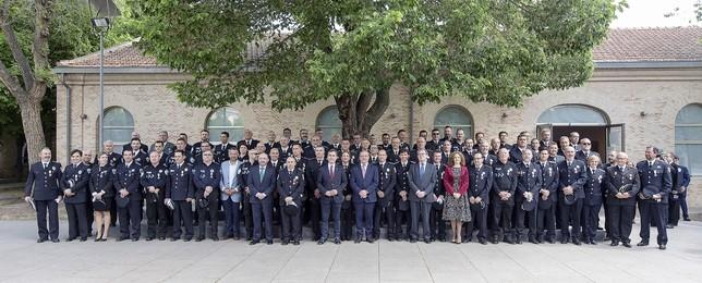 Se entregaron 13 medallas al reconocimiento policial -la mitad mujeres- y 90 condecoraciones a quienes han estado prestando servicio durante más de 20 o 30 años en la región.  Víctor Ballesteros