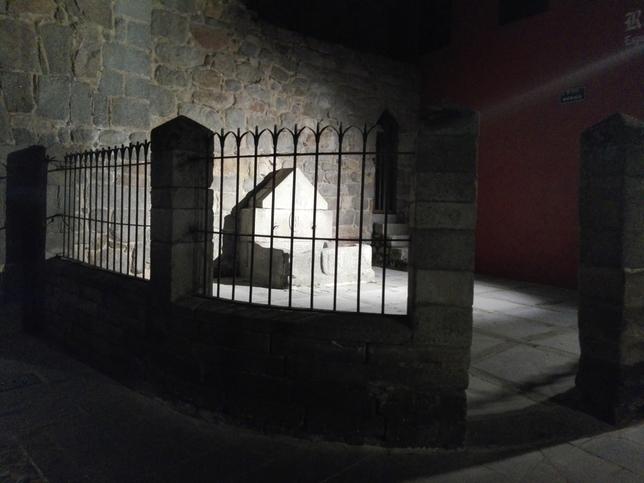 La noche se ilumina en la calle Lope Núñez