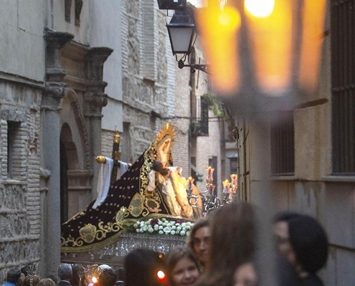 El rostro de la Virgen es de 2009, el cristo es del XVII.