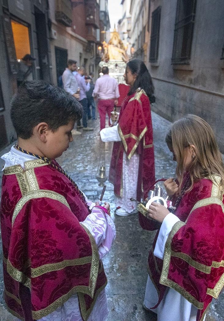 La procesión salió veinte minutos después de dejar de llover.