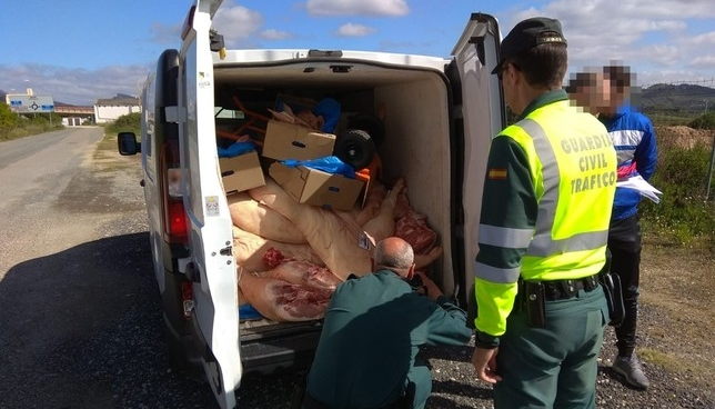 Pillados con más de mil kilos de carne en malas condiciones Guardia Civil de Navarra