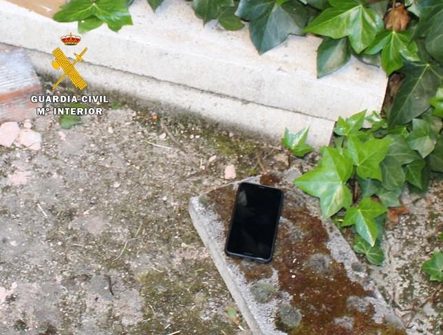 Intenta robar en una casa del Alfoz y pierde el móvil