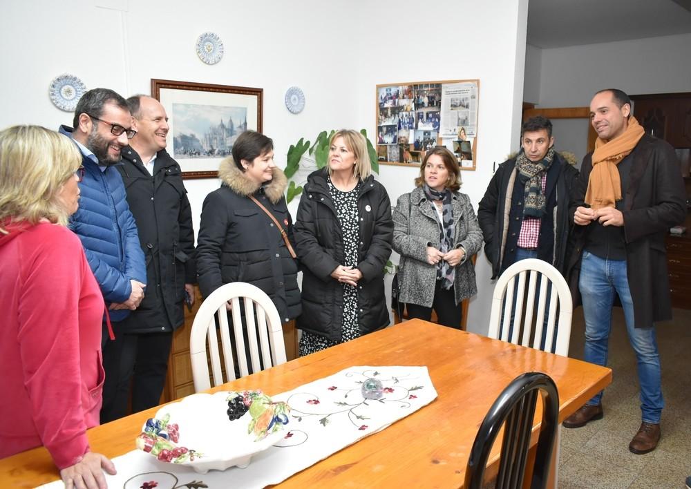 Ibán García en una visita a las viviendas tuteladas de mayores