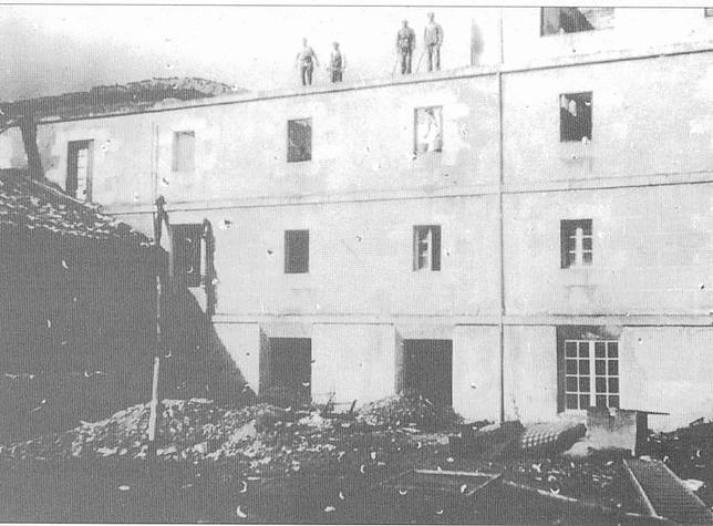 Imagen del monumento tras el incendio de 1932. ARCHIVO MUNICIPAL