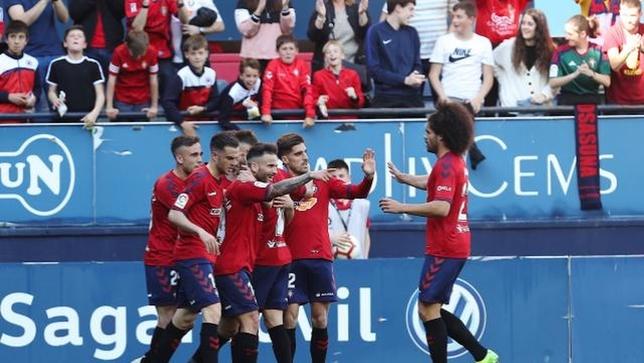 El equipo hizo piña en torno a Rubén García tras su primer gol