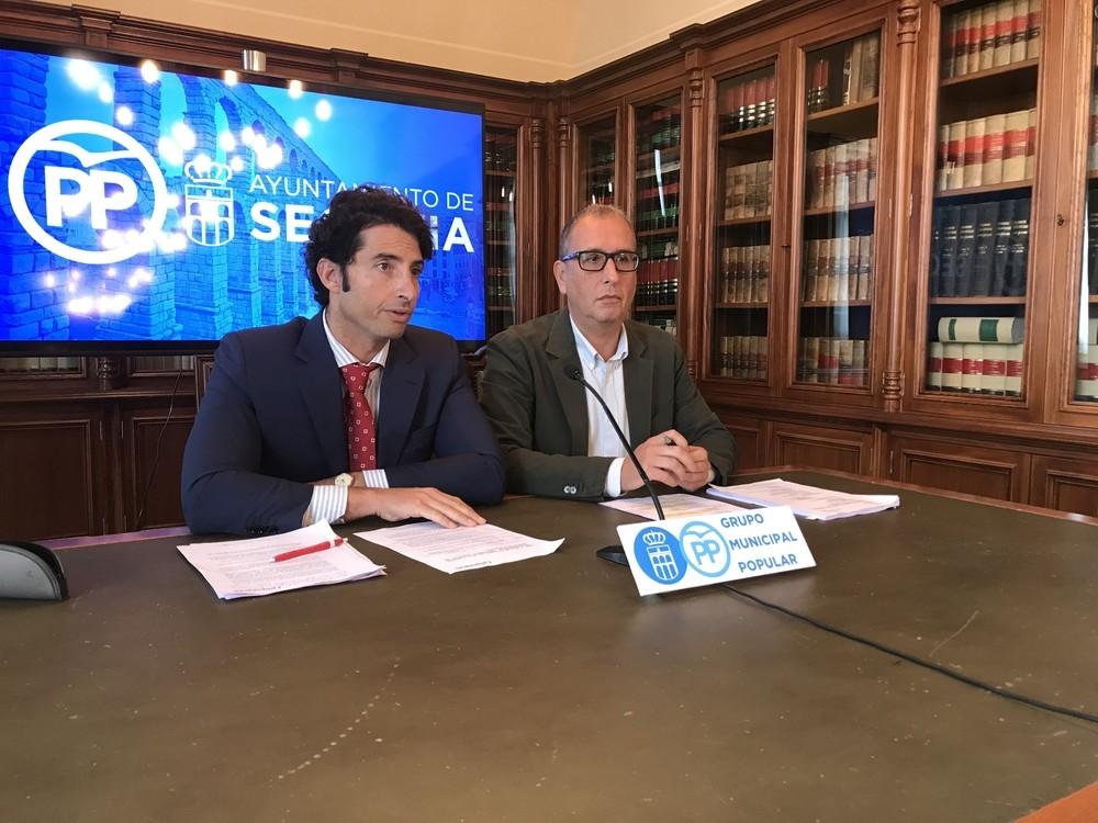 Los concejales del PP Marco Sandulli y José Luis Huertas, esta mañana en rueda de prensa.