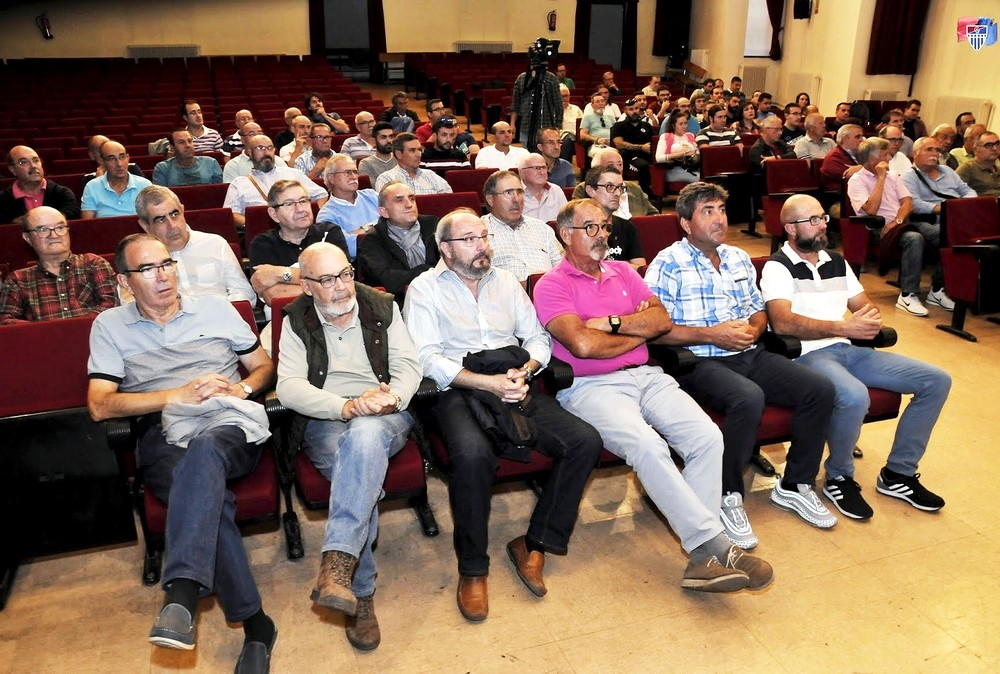 Socios asistentes a la asamblea extraordinaria celebrada por la Segoviana el pasado 4 de octubre.