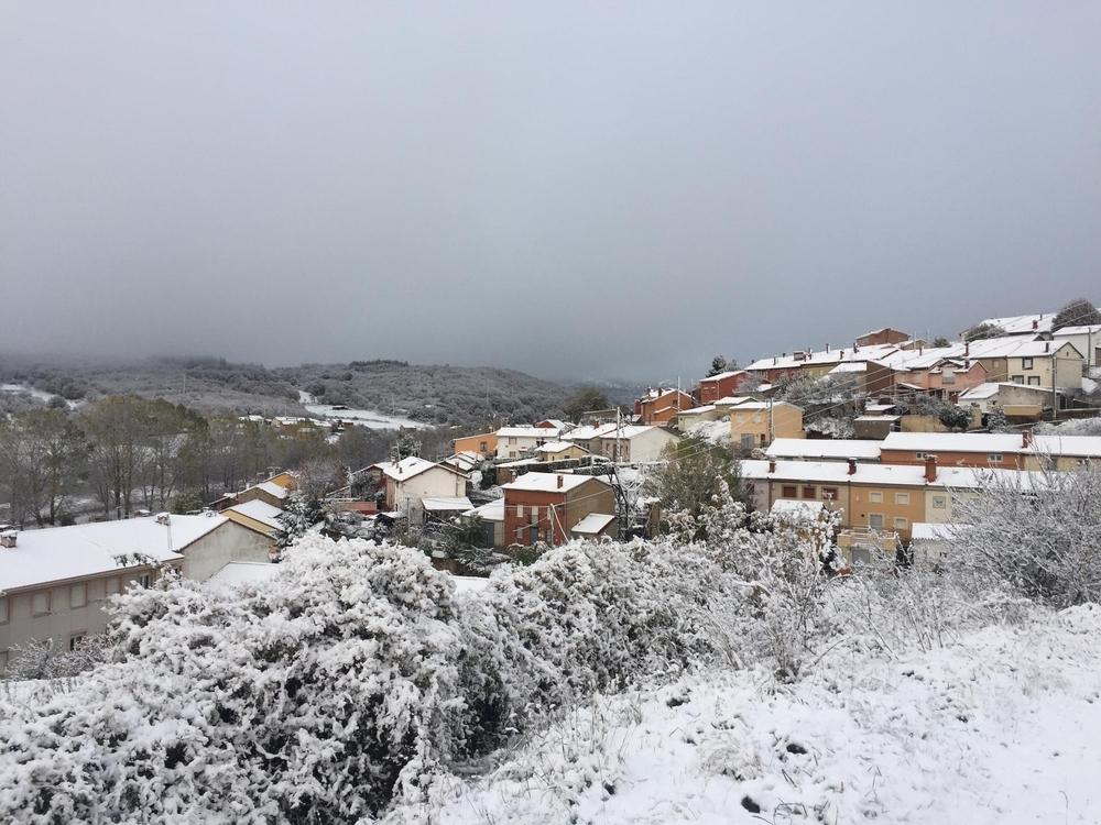 Primeras nieves del otoño en los pueblos de la Montaña