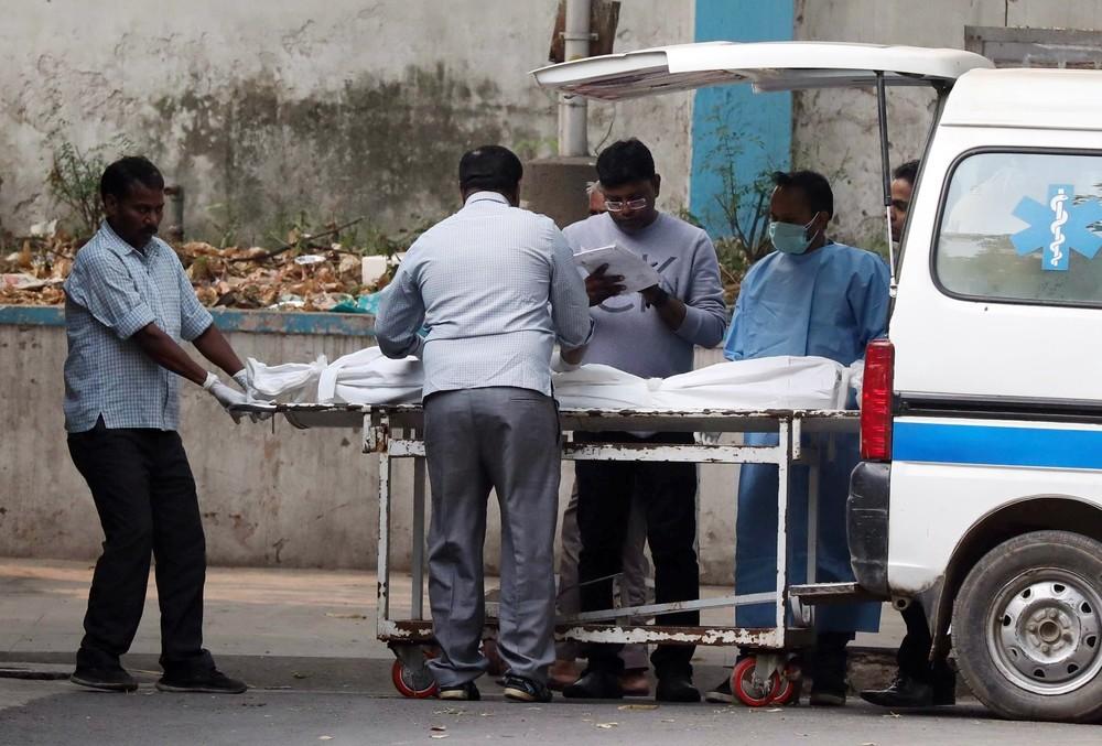 Al menos 42 muertos en un incendio en una fábrica de la India