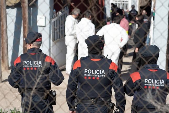 Hallan el cuerpo de una menor degollada en un piso de Mataró