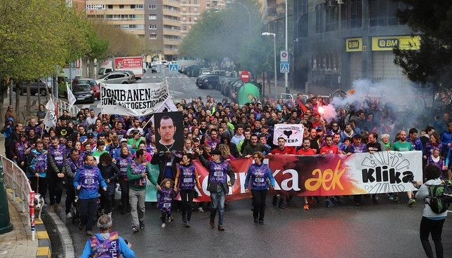 Detenidos por llevar fotos de presos de ETA en la Korrika Korrika.eus