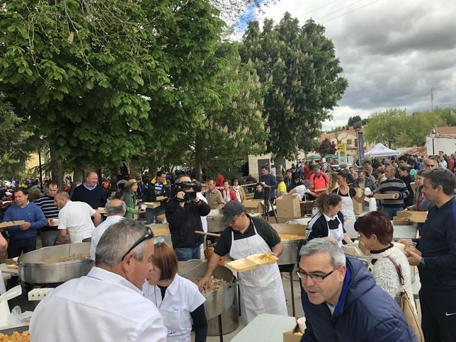 1.300 raciones de cocido en la Feria del Garbanzo de Valseca