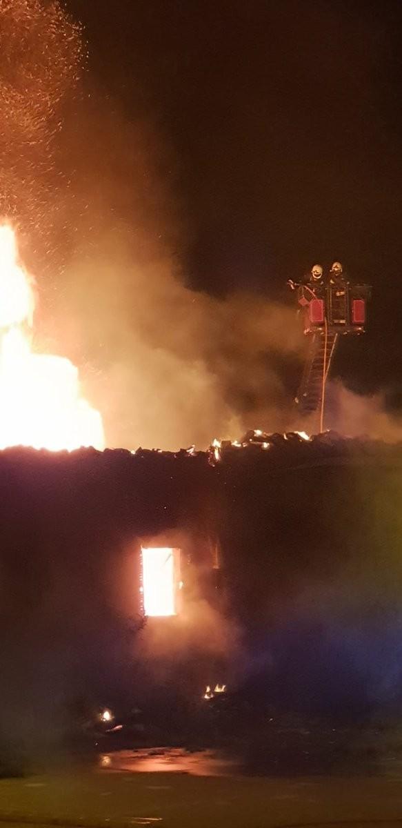 Controlado el incendio en Artaiz tras una noche muy intensa
