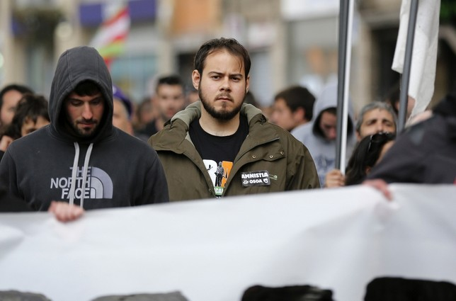 El rapero Hasel (c) durante la manifestación para pedir la excarcelación de los presos de ETA