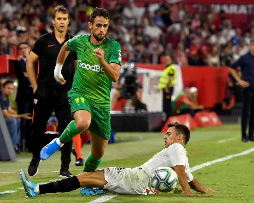 El Sevilla priva a la Real del liderato
