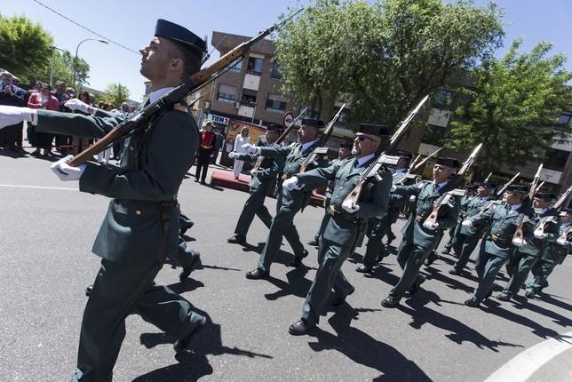 El desfile fue fuertemente aplaudido por el público toledano.
