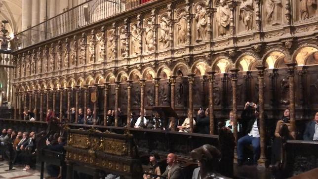 Los asistentes a la cena disfrutaron de un concierto de órgano en el coro de la Catedral.