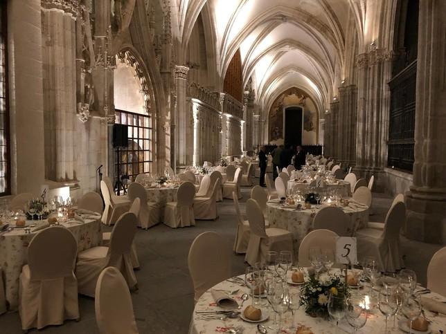'Marita Catering' fue la encargada de servir la cena en el claustro de la Catedral de Toledo.