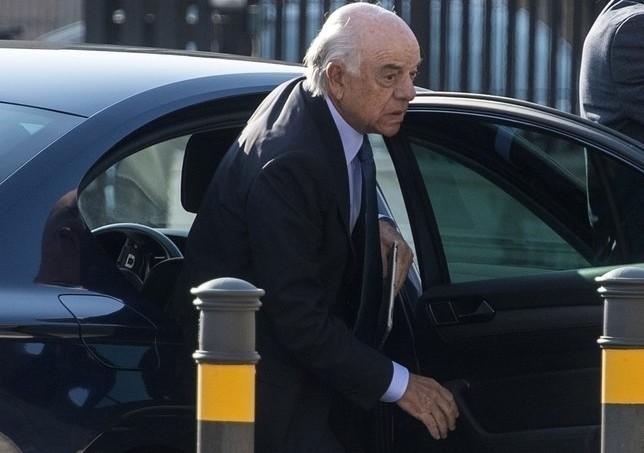 Piden imputar a Francisco González por los pagos a Villarejo