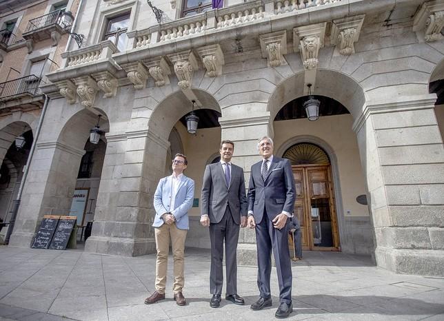 Visita institucional del presidente de las Cortes regionales