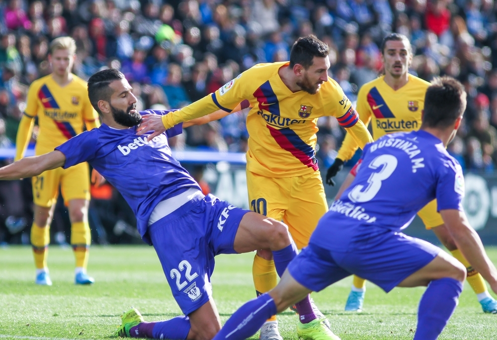 El Barça 'rasca' la victoria
