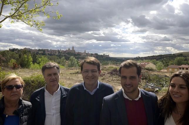Mañueco, en el centro, junto con candidatos y dirigentes de su partido Aurelio Martín