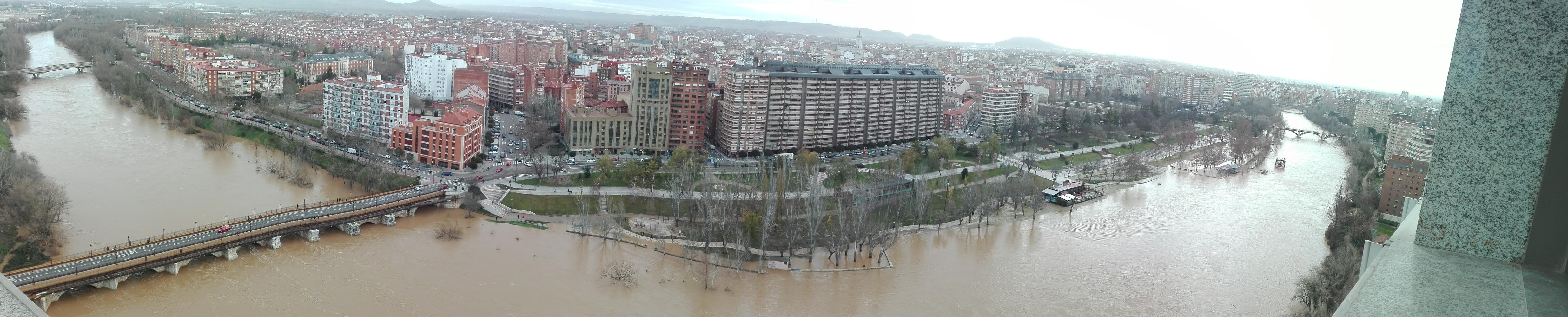 El Pisuerga sigue desbordado pero el caudal ya está bajando