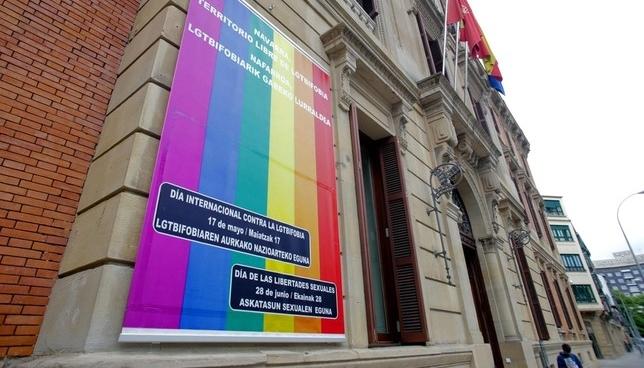 El Parlamento foral se adhiere al Día del Orgullo LGTBI