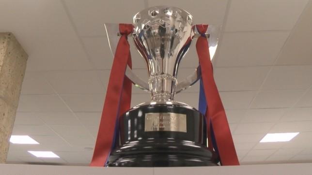El trofeo ha estado expuesto en la sede de la Federación Navarra de Fútbol NATV