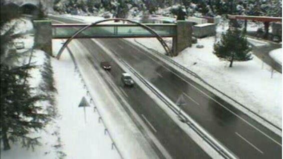 Hasta nueve carreteras navarras, cortadas por la nieve
