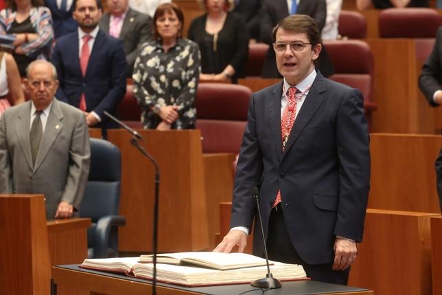 Alfonso Fernández Mañueco jura su cargo como presidente de la Junta. Ical