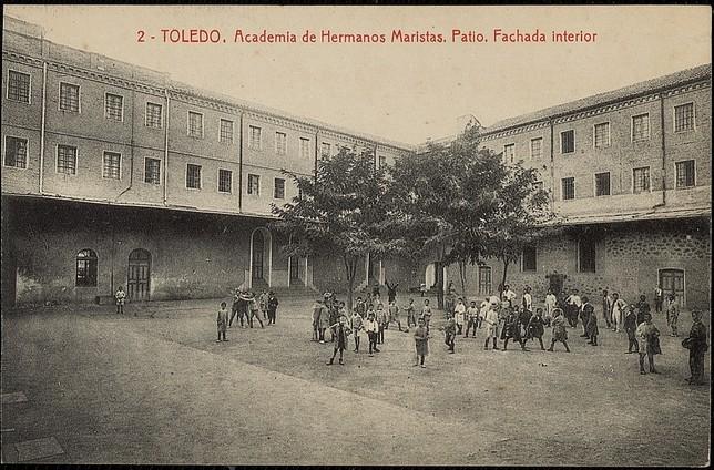 Unos Maristas en el Casco y de postal