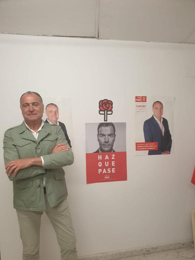 Carrizo, en la sede del PSOE, satisfecho tras conocer los resultados locales, provinciales y nacionales.  PSOE TARANCÓN
