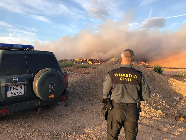 Arde el vertedero de Mendavia y el humo alcanza el pueblo