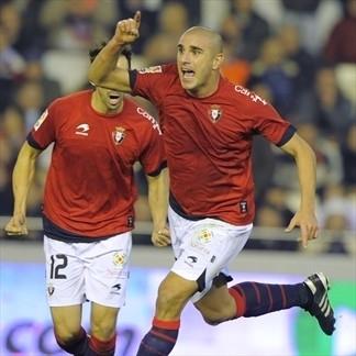 Carlos Aranda celebra un gol en su época de jugador de Osasuna