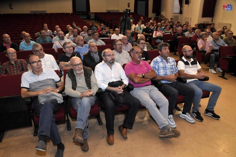 Socios asistentes a la asamblea.