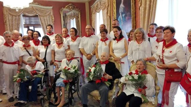 El Ayuntamiento homenajea a cuatro pamplonesas centenarias NATV-Ainhoa Hernández
